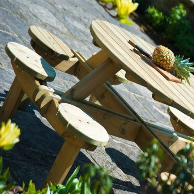 Alexander Rose Pine Gleneagle Round Picnic Table